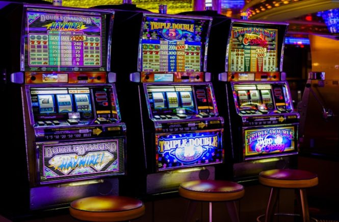 Beating the Slot Machines - Tommy Glenn Carmichael