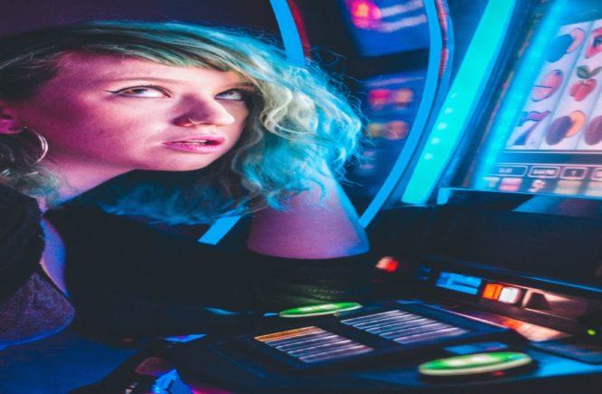 Four Ways Women Gamble Differently Than Men