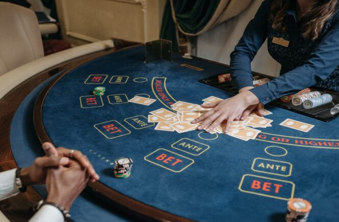 An Insight Into 3-Card Poker Strategy